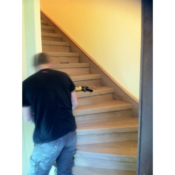 Habillage Escalier Bois Massif : Escalier En B?ton Massif Habill? De B?ton D?coratif Liss? Blanc