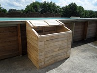 Coffre technique en bois pour piscine for Local technique piscine bois